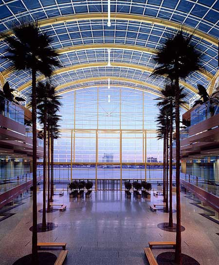 Renaissance Center interior / SOM
