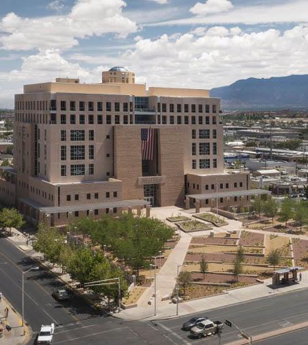 Pete V. Domenici U.S. Courthouse sustainable landscape for pollinators / Hilltop Landscape architects