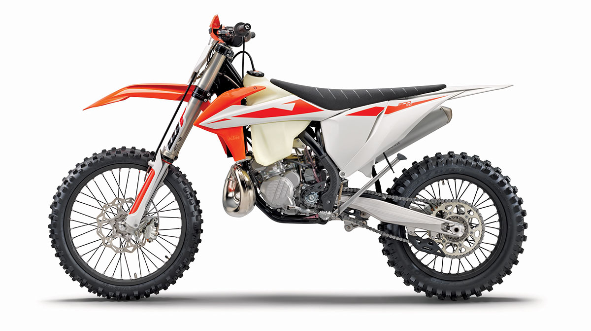 hight resolution of do you like your off road two strokes with good old fashioned carburetors ktm thought you might so the 300xc gets to keep its 38mm mikuni