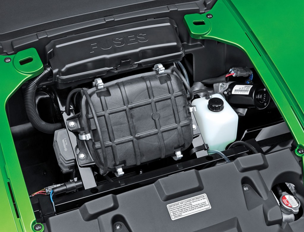 hight resolution of the front hood of the kawasaki can be opened by two turning latches underneath you