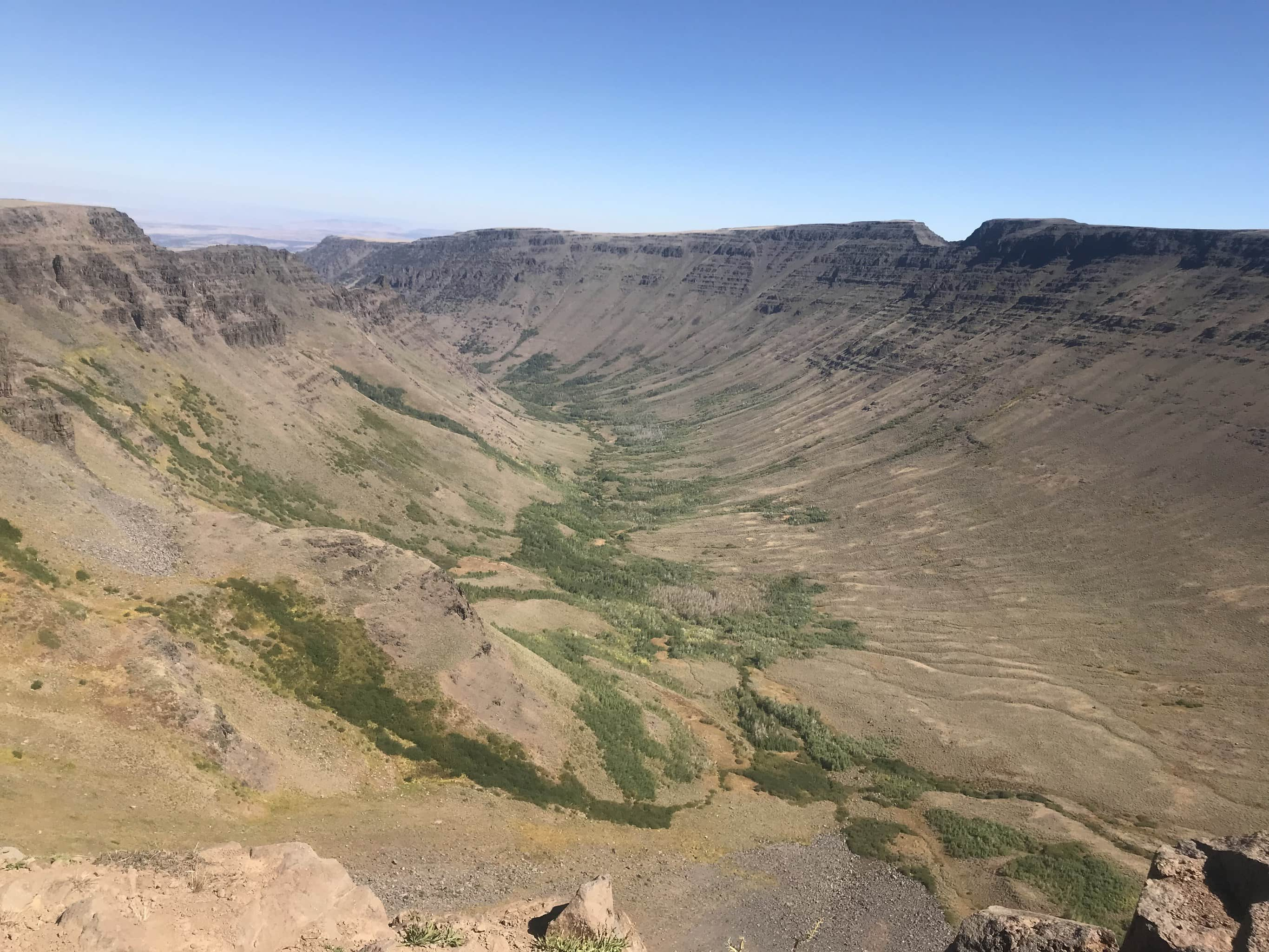 Sweeping view of Kiger Gorge and Gunsight notch.