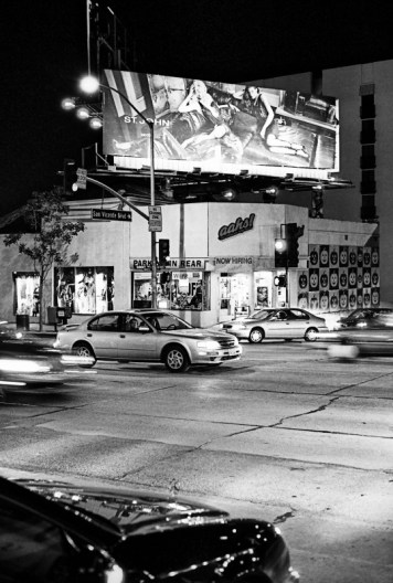 traffic along the intersection of San Vincente and Sunset Blvd in california