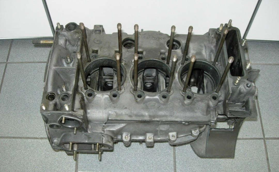 dirtyoldcars.com 1973 Porsche 911 Engine Block 2.7 RS Found in Germany