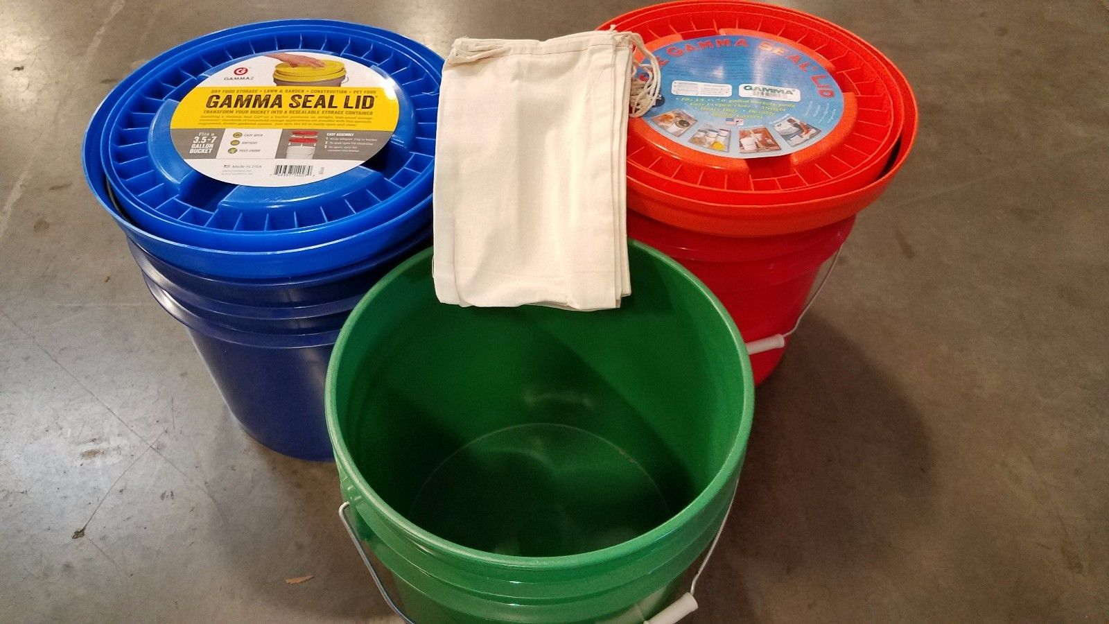 FOOD STORAGE KIT Gamma Seal 3.5 gallon Bucket and Lid Combo 3-Pack 1