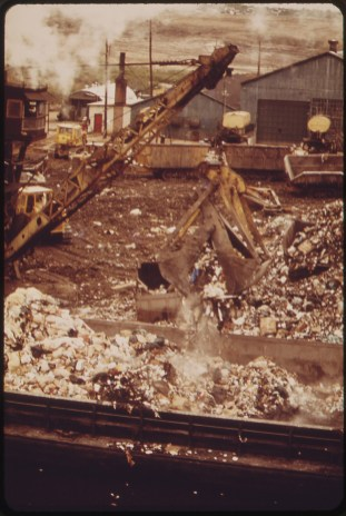Solid waste loaded onto barges destined for Fresh Kills. 05/1973. Photo by Chester Higgins.