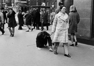 VALIE EXPORT: Aus der Mappe der Hundigkeit, 1968.