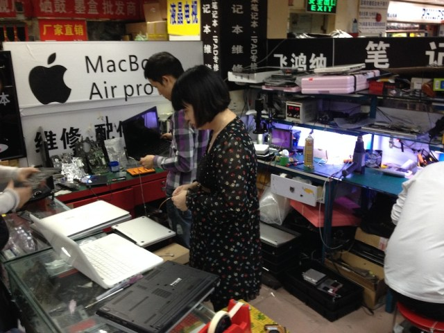 Computer Repair in Shenzhen, China. Photo Credit Yvan Schulz, 2014.