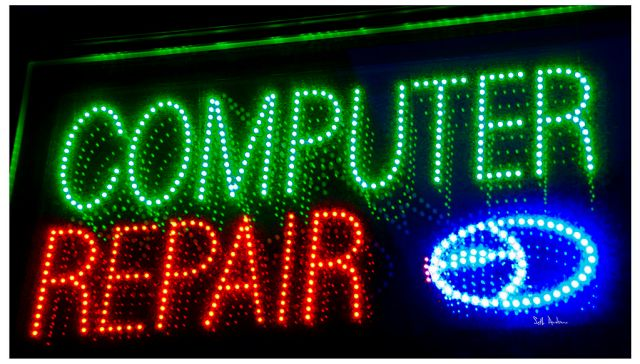 1024px-Computer_Repair_LED