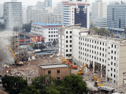 The demolition of Hademen Hotel, Oct 2009. Photo by Shih-yang Kao.