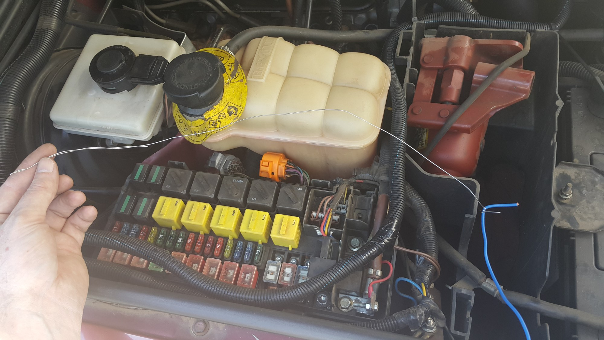 hight resolution of land rover defender fuse box location
