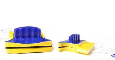 Magnetic Window-Cleaner Sponges