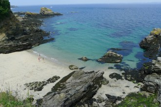 The Côte d'Héno beach, next to the island's harbor. Discover Groix