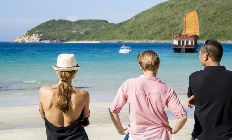 emperor-cruise-in-tru-beach-nha-trang