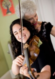 Aliza & violinist (laughing)