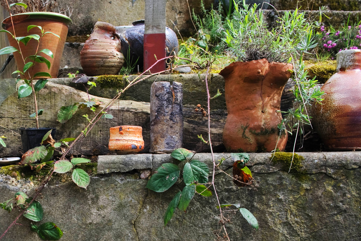 Lisa-Hammond-Studio-Tour-Pots-Outside