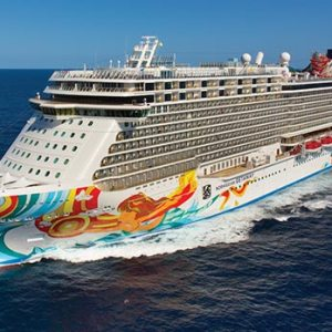 TOP 5 THINGS TO DO ON A NORWEGIAN CRUISE LINE SAILING