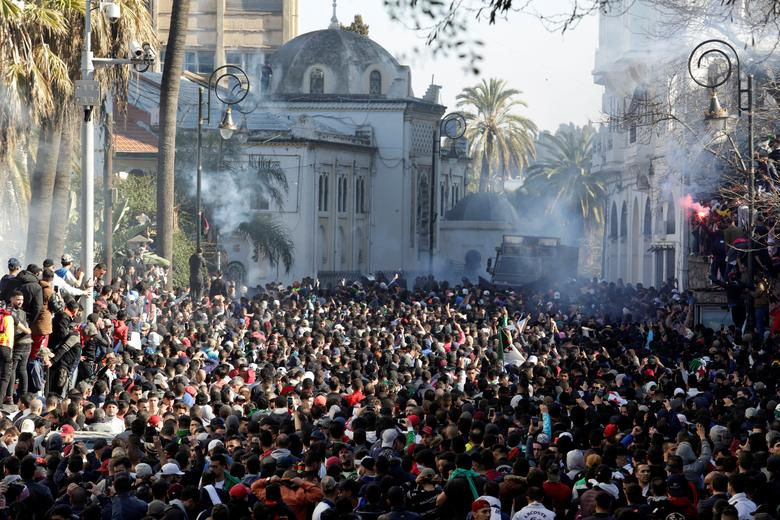 US, EU support protests against Bouteflika