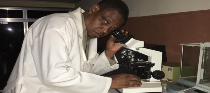 Nigerian Pharmacist Demonstrates his Breakthrough in HIV/AIDS, Cancer Cure