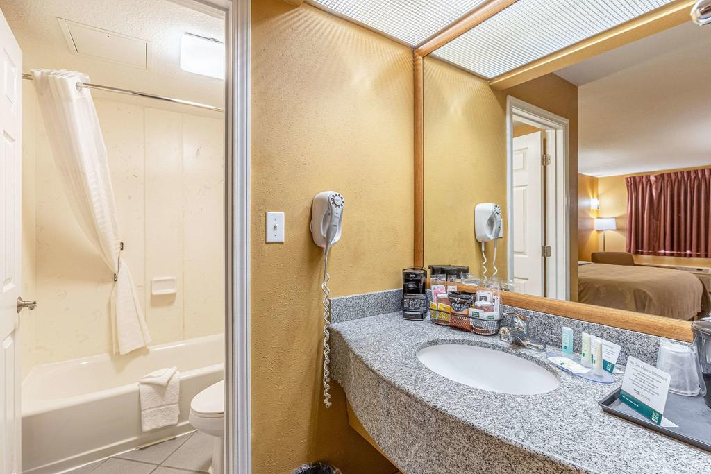 Quality Inn Branson - Hwy 76 Central Discount Rooms