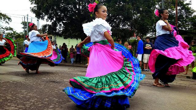 Costa Rican dancers