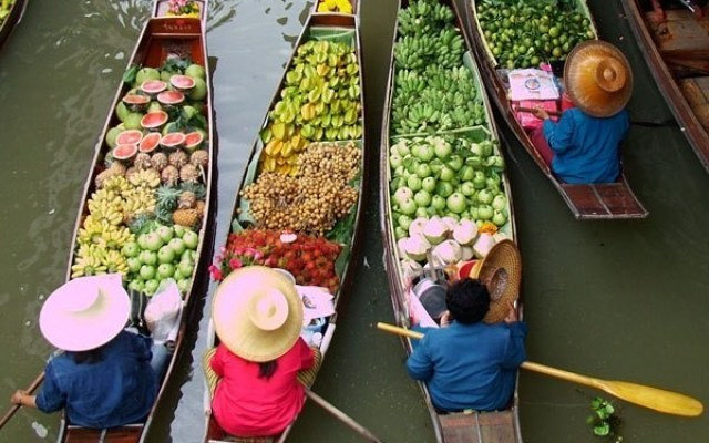 Things to Do in Thailand- photograph the Floating Markets
