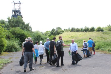 Barnsley Main- Walk, talk and tidy up