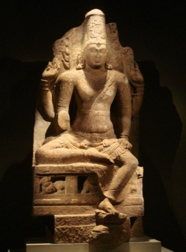 Four-armed Vishnu statue, 8th-9th century CE (photo by PHGCOM)