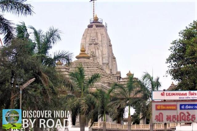 Dada Bhagavan temple on Kamrej Chowkdi surat