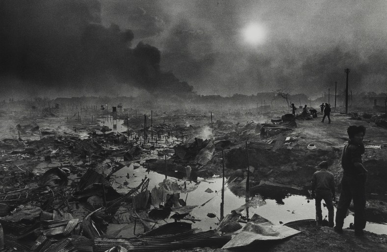 Bombardemnet Pham-Phenh, 1975, foto, Fondation Francès, Senlis