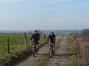 Mountain bikers near Oneux