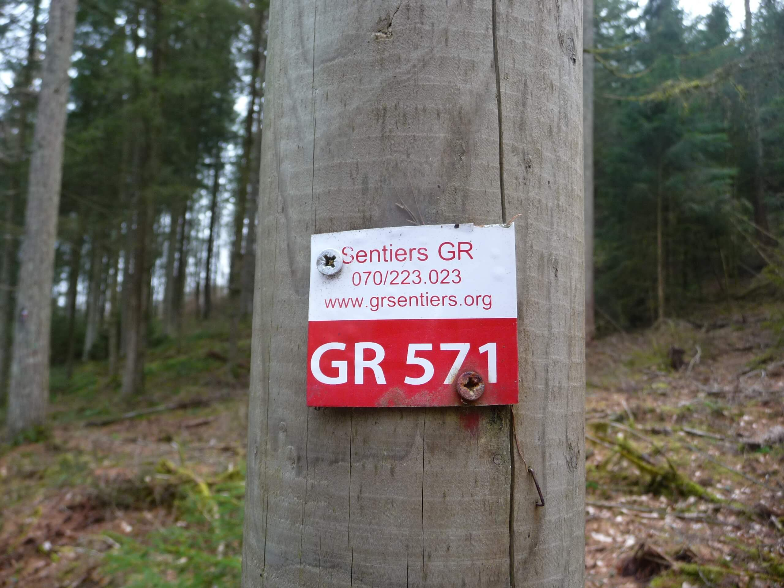 GR Sentiers has done a great job signing the GR footpaths