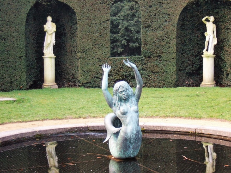 Statues at La Hulpe Chateau