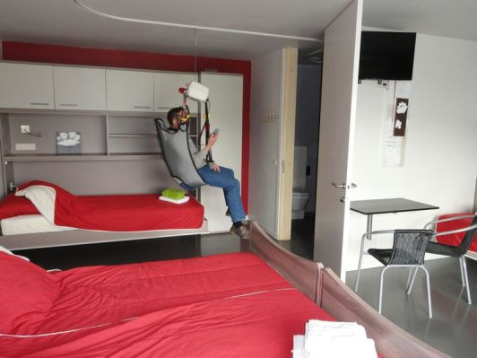 Bed hoist at B&B Altijd Genieten as an example of accessibility in Belgian hotels
