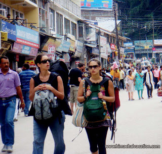 Foreigner tourists in Manali Mall Road