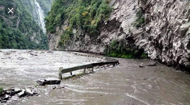 Flood blocks Chandigarh-Manali national highway