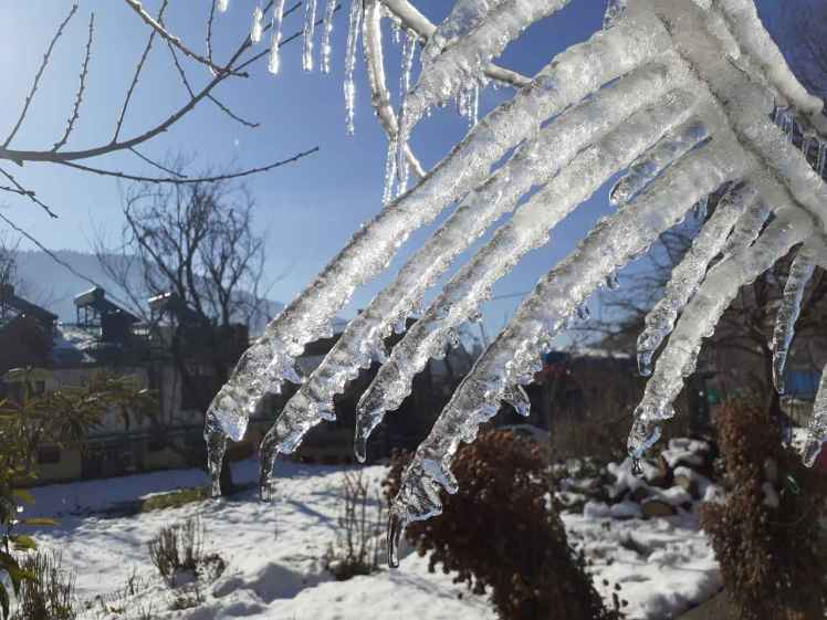 icicles in manali