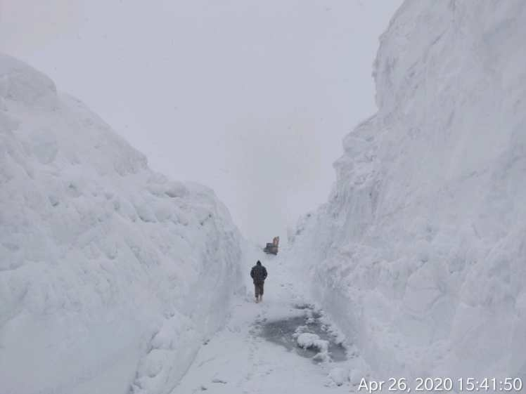 Snow clearance at Rohtang pass