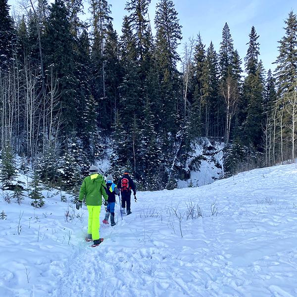 Family Snowshoe Adventure - Photo Credits: Nancy St-Hilaire (IG - @musicalnursynurse)