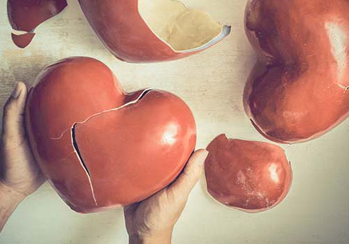 broken-pottery-heart
