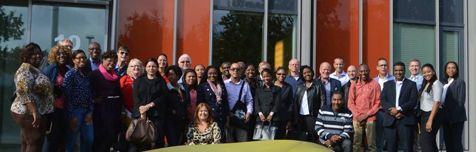 Group photo of the Eindhoven Study Tour at the High Tech Campus.