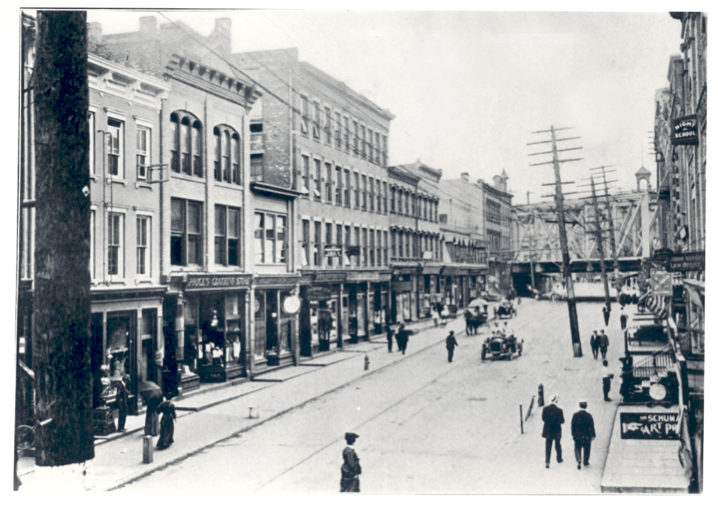 East Washington Street, looking west, about 1909.