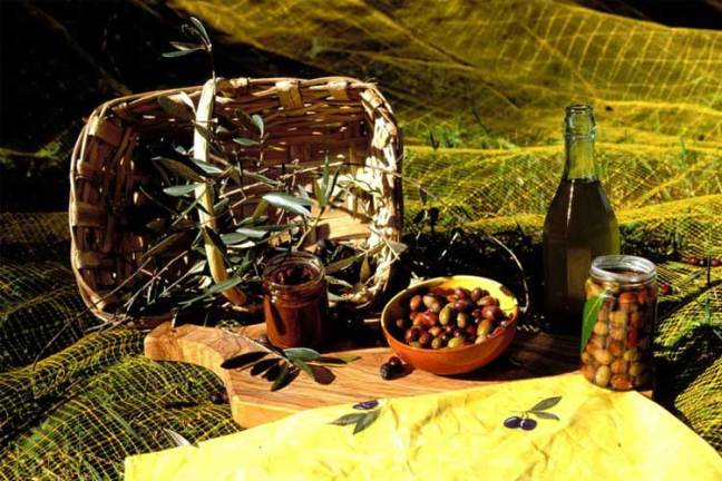 Typical products from the Gulf of Poets: Olives and olive oil