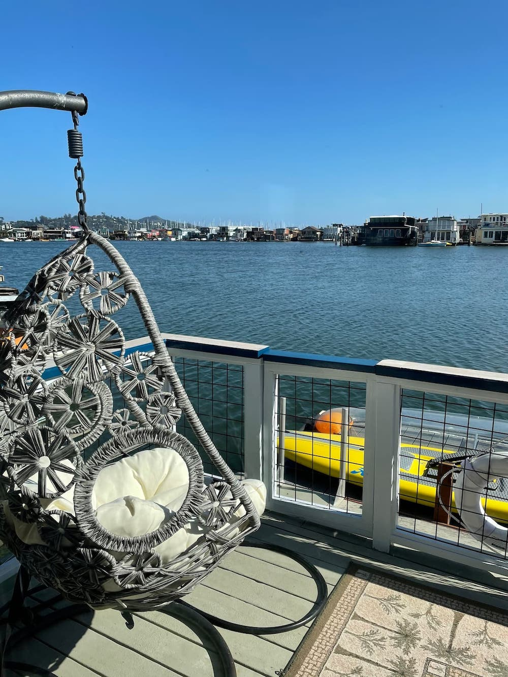 Sausalito Houseboats on Airbnb - Outdoor Seating