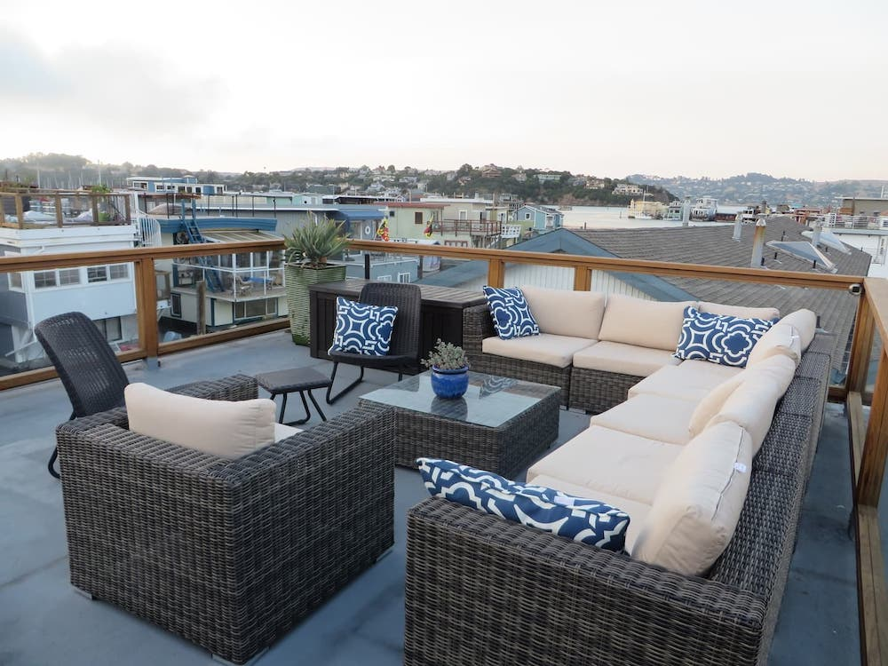 Sausalito Houseboats on Airbnb - Rooftop Seating