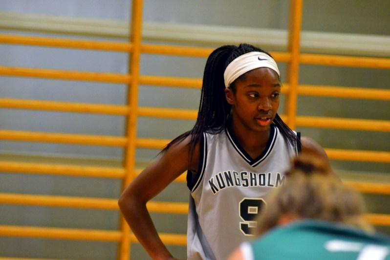 FA17_STO Kayla Basketball Game_Kungsholmen_Zoe Chodak (11).jpg