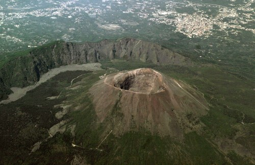 small resolution of mount vesuvius from above