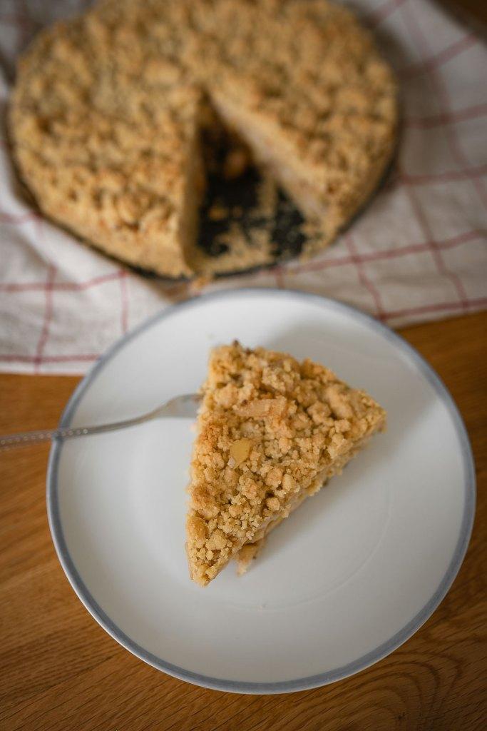 Vegan apple crumble pudding cake.