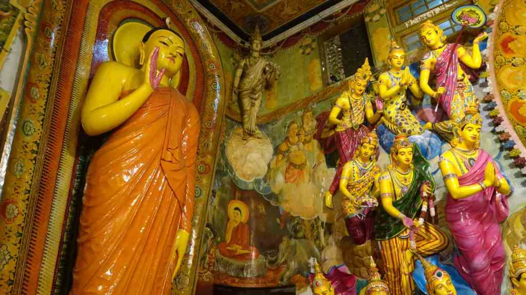 Buddhist statues, Gangaramaya temple