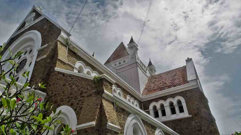 Best things to do in Sri Lanka- watch European Asian archtecture in Galle Fort
