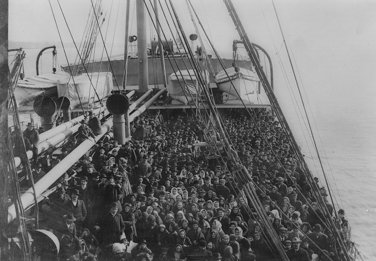 Immigrants on an Atlantic liner (1906)